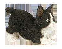 Chaton bondissant noir et blanc en r�sine