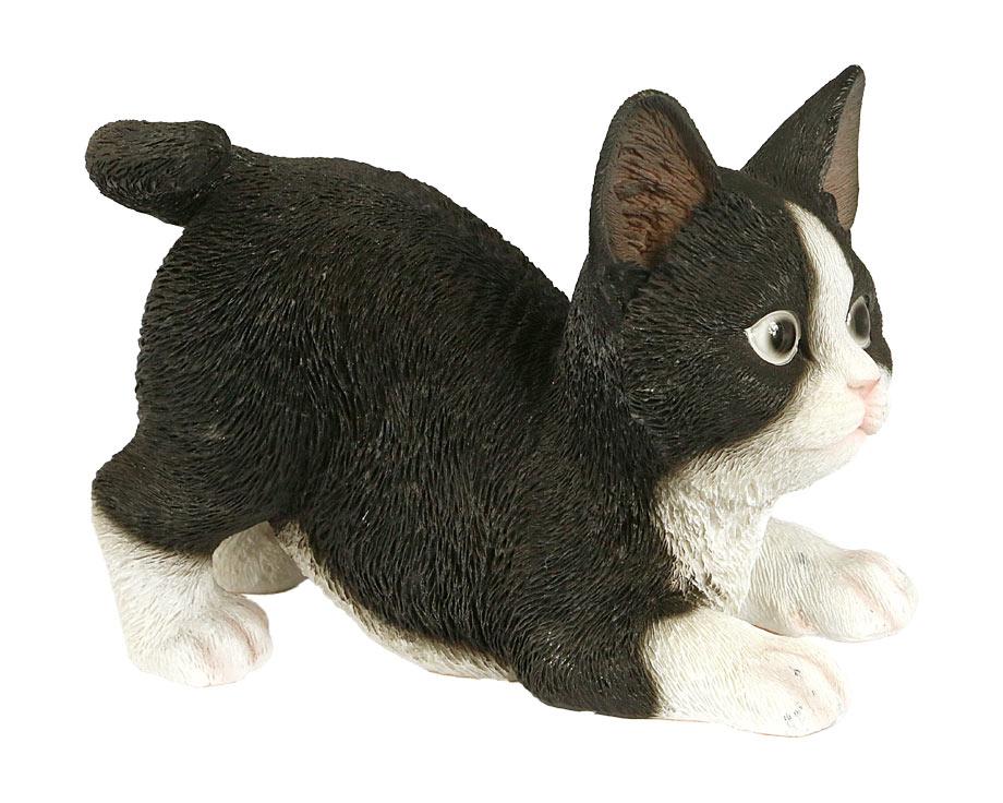 Chaton bondissant noir et blanc en résine